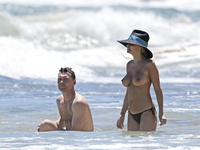 hawaii Lara bingle topless